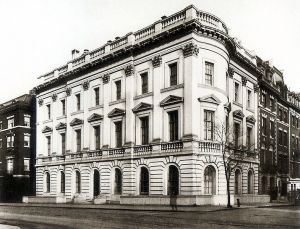 785px-Mrs__O_H_P__Belmont_Mansion