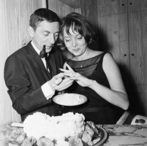 Carolyn-Jones-with-first-husband-Aaron-Spelling-400x398