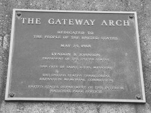 800px-Gateway_Arch_Plaque