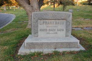 800px-L__Frank_Baum_grave_at_Forest_Lawn_Cemetery_in_Glendale,_California
