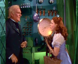 Frank Morgan as Professor Marvel aka the Wizard of Oz and Judy Garland as Dorthey Gale in the Wizard of Oz