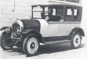 PHOTO - CHICAGO - CHECKER CAB 1926 - IN HIGHLAND PARK AUTOMOBILE MUSEUM