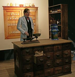 Bradham's pharmacy, with a Pepsi dispenser, as portrayed in a New Bern exhibition in the Historical Museum of Bern.