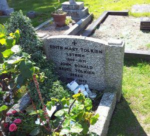 Tolkien's_grave,_Wolvercote_Cemetery