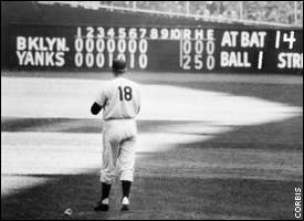 Don Larsen takes a look at the scoreboard in the top of the eighth.