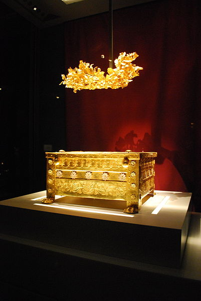 The golden larnax and the golden grave crown of Philip.