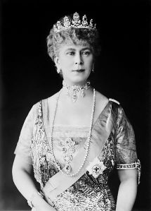 Queen Mary with her Crown containing the Cullinan III diamond.