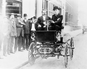 George Seldren (on right,driving) in a car powered by his original engine built in 1877. Photo was taken in New York during patent litigation. Seated to the left of George is Partridge Wyckoff, an automobile dealer from Rochester, NY.