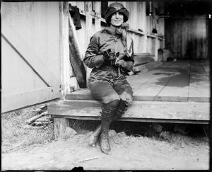 740px-Miss_Harriet_Quimby,_Boston_girl_aviator_who_lost_her_life_trying_to_entertain_the_public_at_Squantum