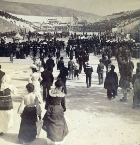 Visitors going to the stadium of the 1906 Intercalated Olympic Games.